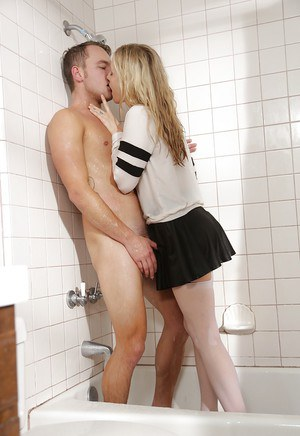 Free pic sex shower